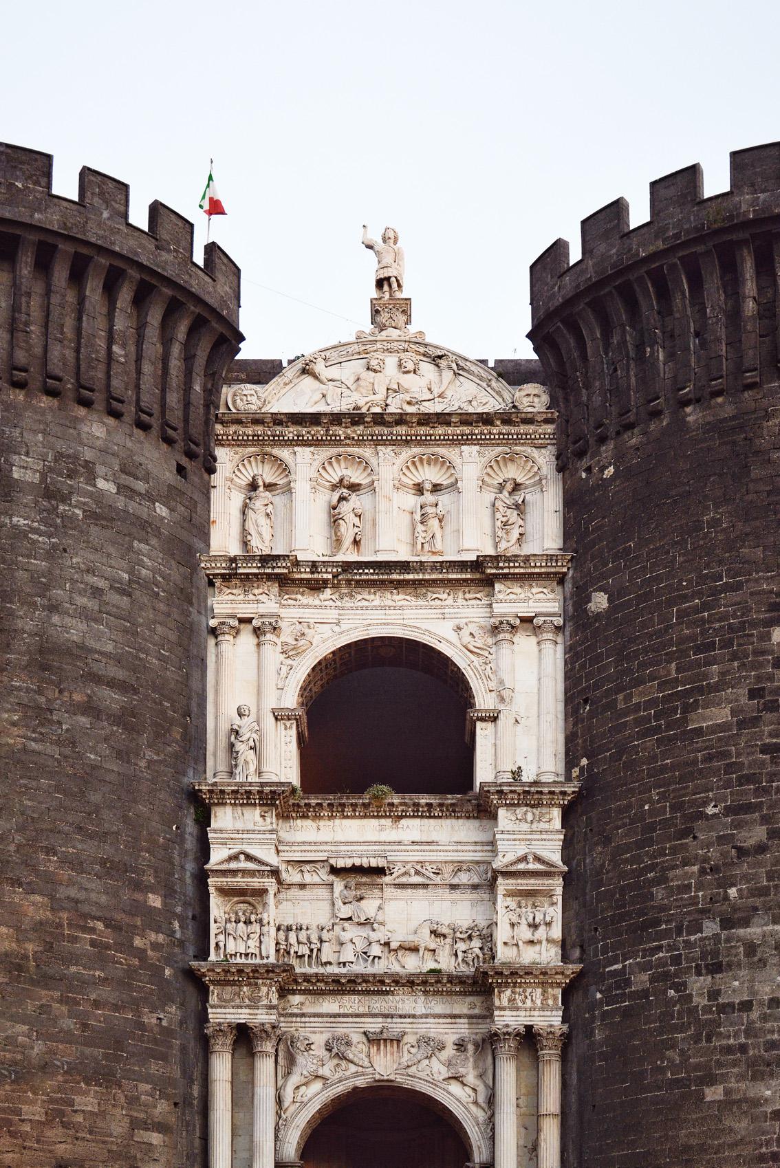 7-4 Insolita Italia: una Napoli come non l'avete mai vista.