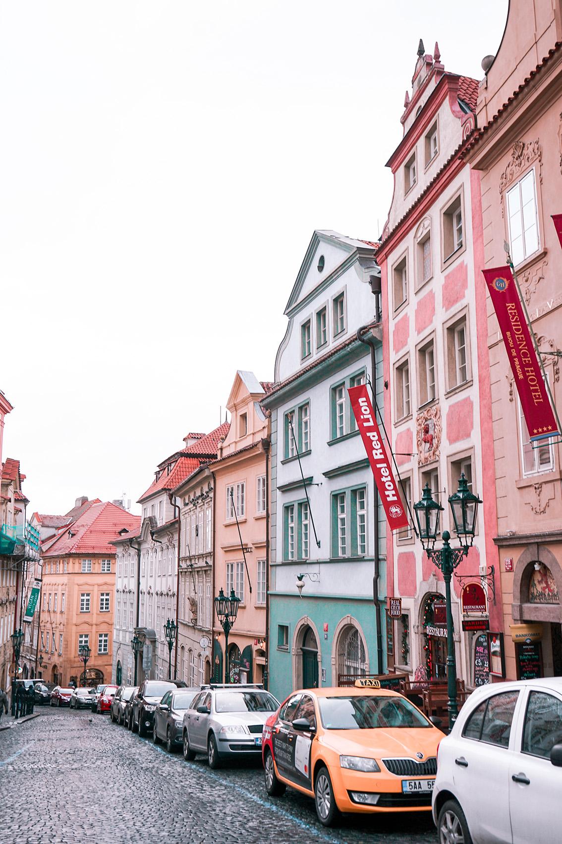 13 Weekend a Praga: 7 cose da vedere, dove dormire, gli indirizzi food e i Mercatini di Natale più belli.