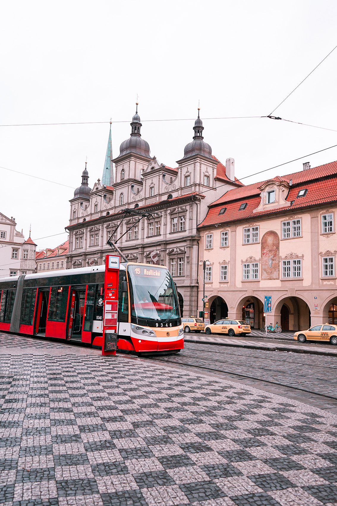 17 Weekend a Praga: 7 cose da vedere, dove dormire, gli indirizzi food e i Mercatini di Natale più belli.