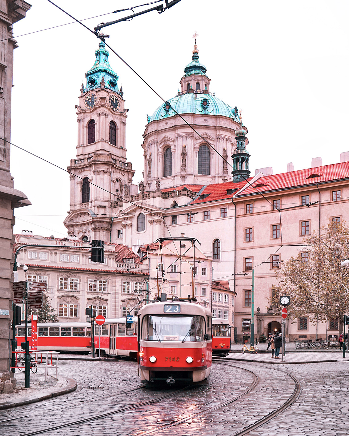 27 Weekend a Praga: 7 cose da vedere, dove dormire, gli indirizzi food e i Mercatini di Natale più belli.