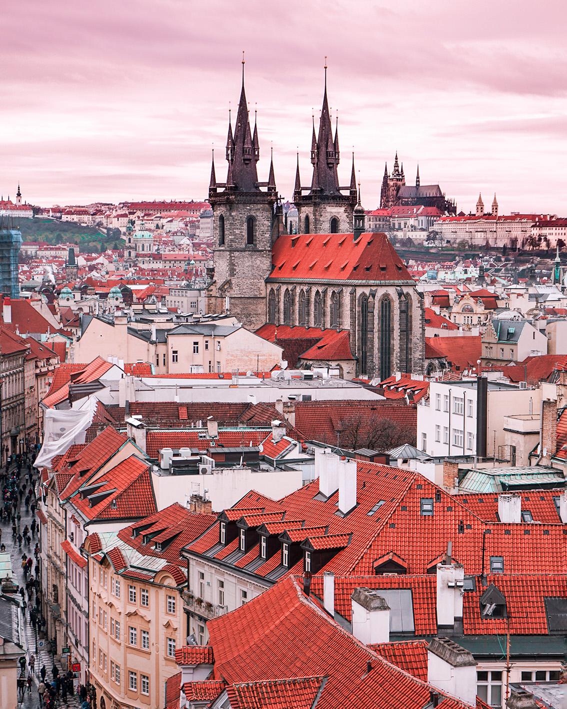 31 Weekend a Praga: 7 cose da vedere, dove dormire, gli indirizzi food e i Mercatini di Natale più belli.