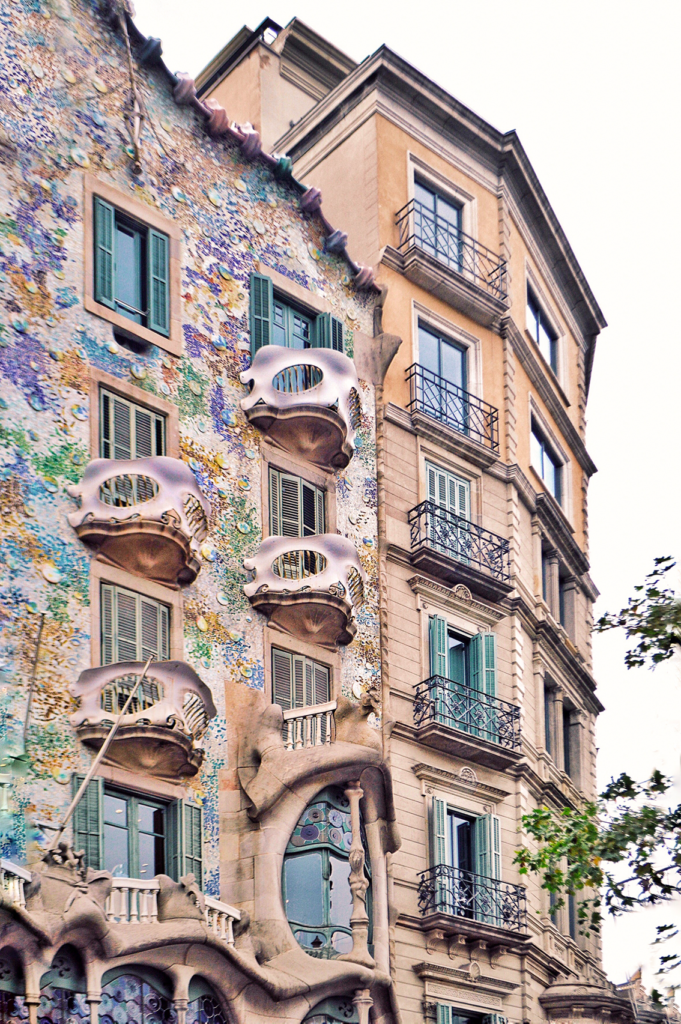 7bar-681x1024 Casa Batlló: all you need to know about Antoni Gaudì's masterpiece.