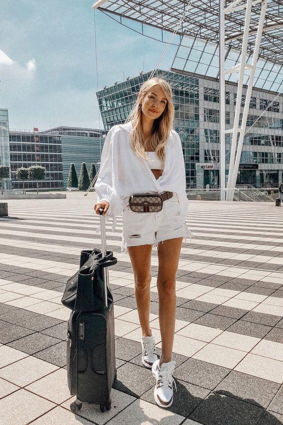 outfit-marsupio Trend primavera/estate 2020: 10 idee regalo per la Festa della Donna su PAYBACK.