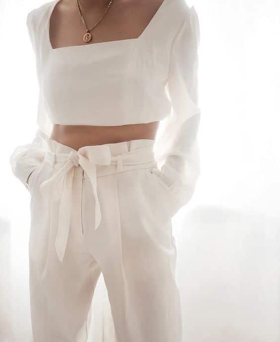 total-white-outfit Trend primavera/estate 2020: 10 idee regalo per la Festa della Donna su PAYBACK.