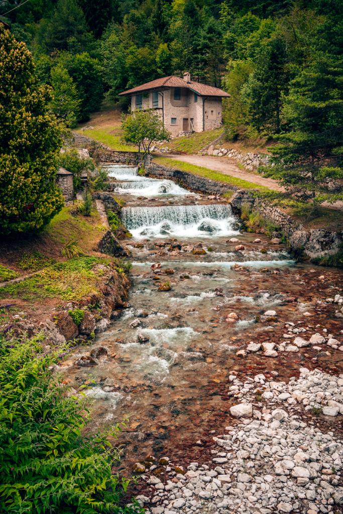 38tt-1-683x1024 Estate in Trentino: cosa vedere nella bellissima Comano.