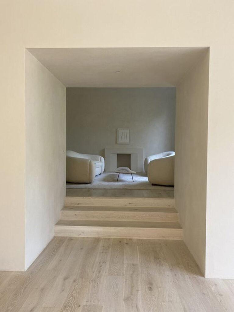 stile-minimal-casa-768x1024 10 stili di tendenza per la casa 2021: come ispirarsi con MTV Cribs Italia