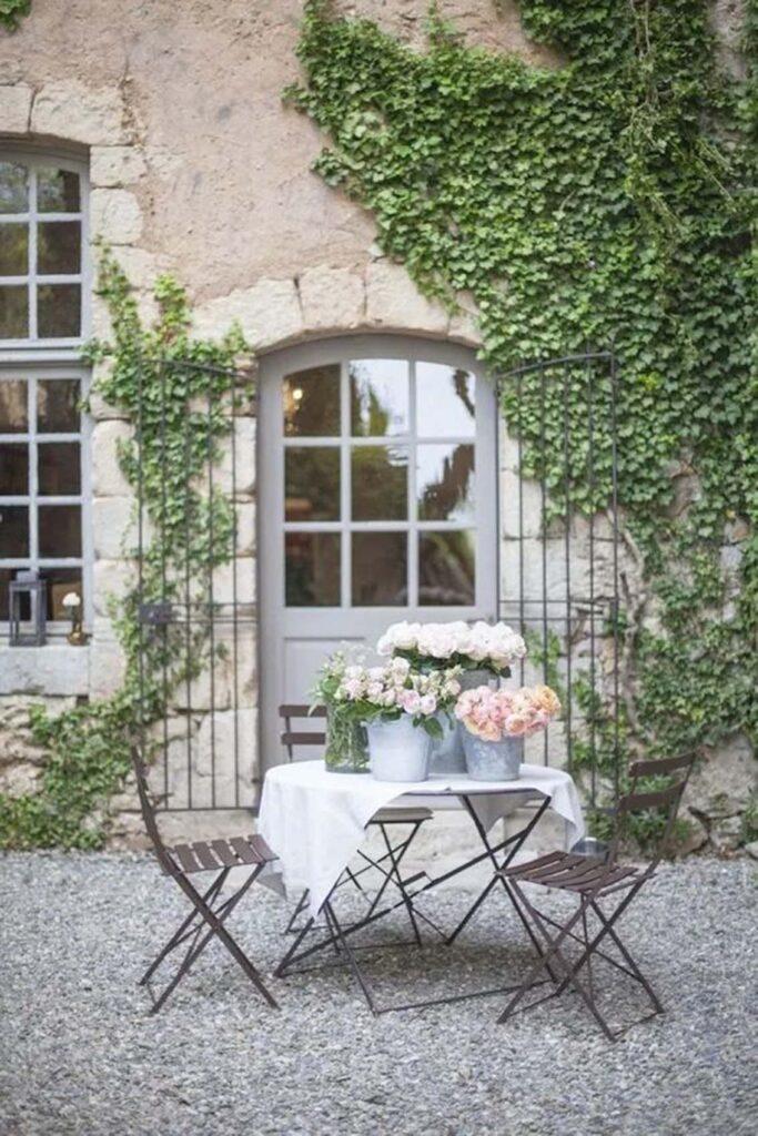 stile-provenzale-casa1-683x1024 10 stili di tendenza per la casa 2021: come ispirarsi con MTV Cribs Italia